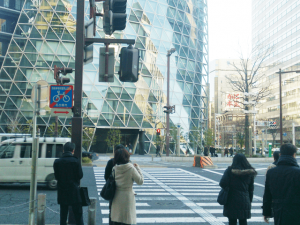 キレイモ名古屋駅前店までの道のり、モード学園の交差点を渡る