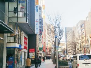 キレイモ名古屋駅前店までの道のり、ナナちゃん人形を過ぎてモード学園の前の交差点を渡りそのまままっすぐ進む